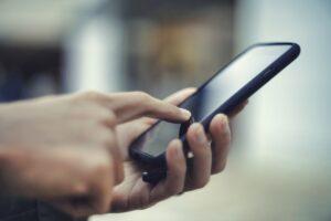 スマートフォン検索手元イメージ